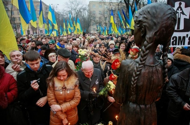 people-attend-a-commemoration-ceremony-at-a-monument-for-holodomor-victims-in-kiev-november-23-2013