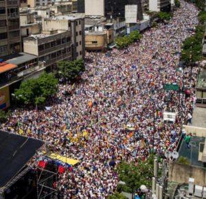 La multitudinaria marcha para exigir el revocatorio del 1 de septiembre (EFE)