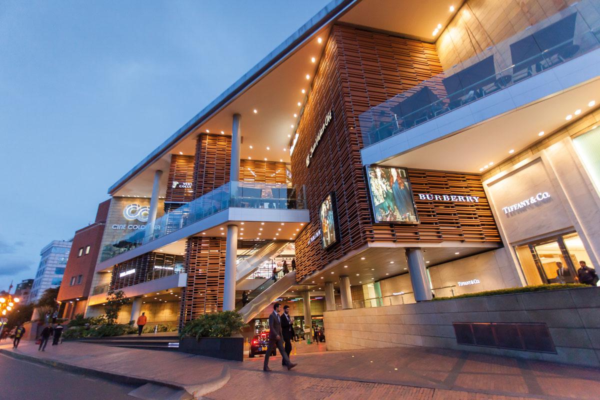 La re ida competencia de los centros comerciales en - La illa centro comercial ...