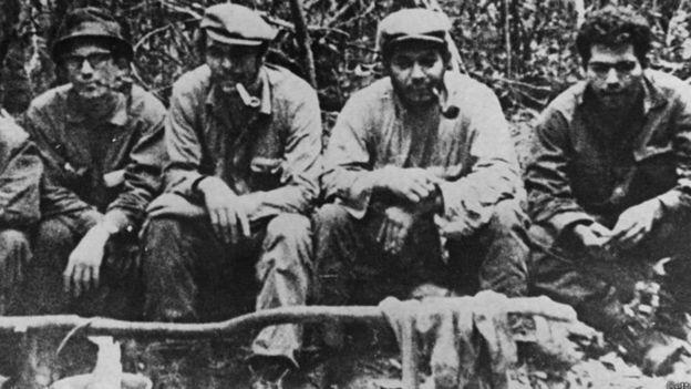 El envío del Che Guevara (en la foto, segundo de izquierda a derecha) a Bolivia fue uno de esos tiros que le salieron por la culata a Fidel.