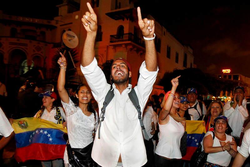Per comienza regularizaci n de venezolanos tras for Venezolanos en el exterior