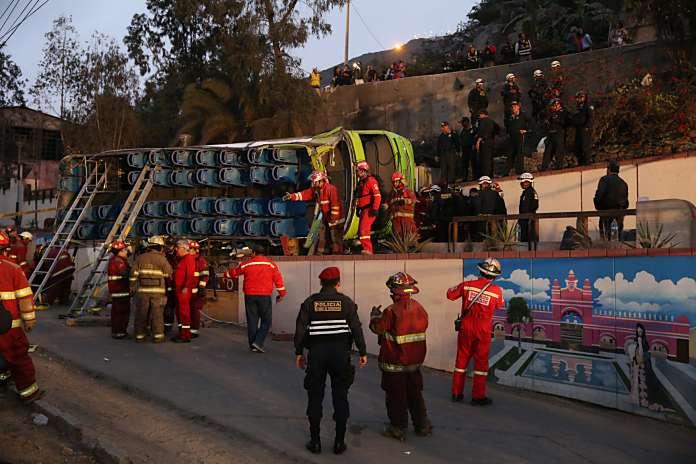 accidente bus turístico en Perú