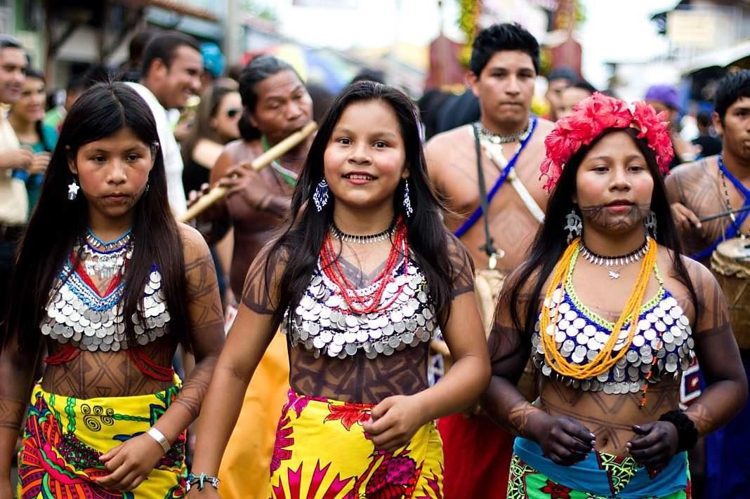 Mujeres_de_la_etnia_Emberá+1