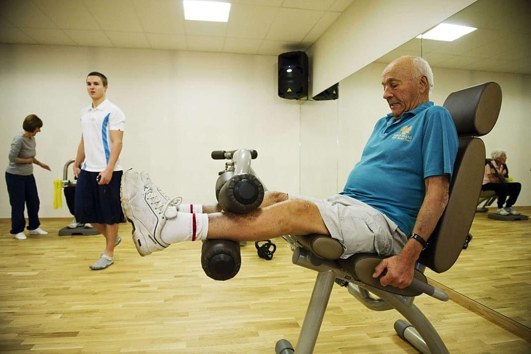 anciano ejercicio