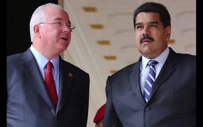 Rafael Ramírez, exambajador de Venezuela en la ONU, acompañado del presidente Nicolás Maduro.