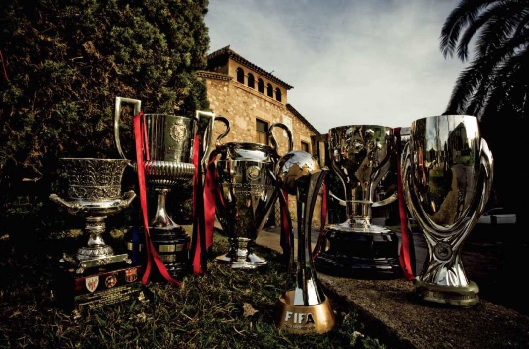 Nunca en la historia un equipo de cualquier deporte ha regalado tantas noches mágicas como el FC Barcelona del año 2009. Para la historia quedarán los seis trofeos que levantó (Liga, Champions, Copa del Rey, Supercopas de Europa y de España y Mundial de Clubs)