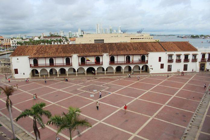 Palacio de La Aduana,donde funciona la Alcaldía Mayor de Cartagena. Foto Dereck Álvarez.