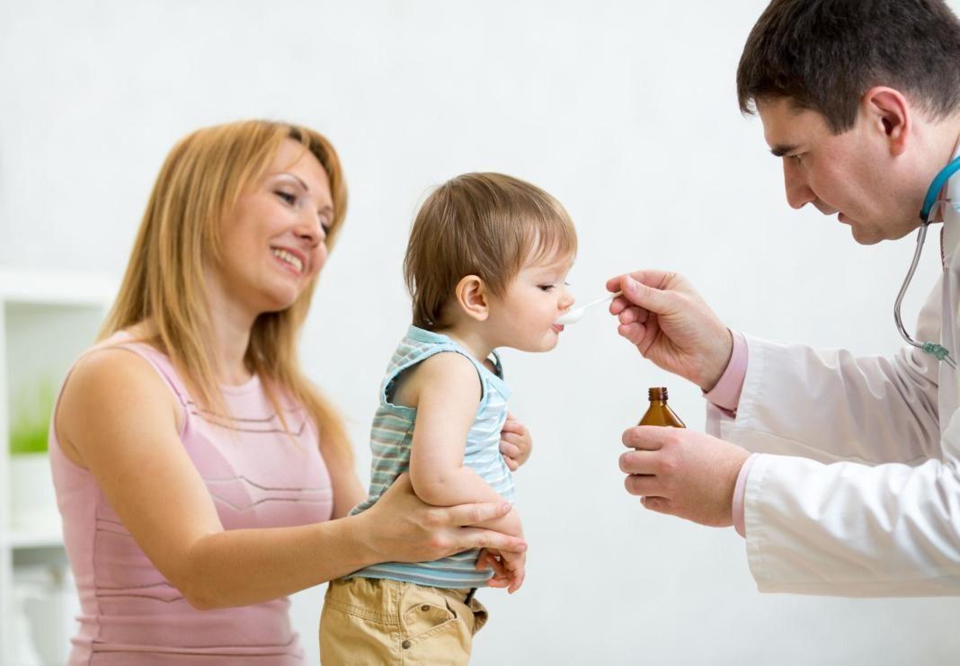 niño-tomando-antibióticos+1