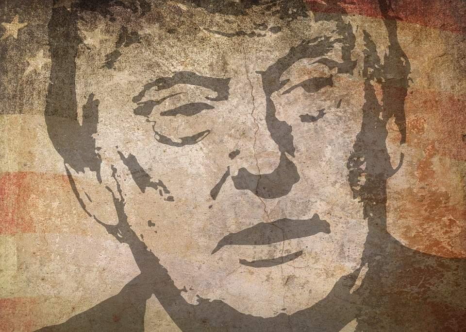 trump mural bandera