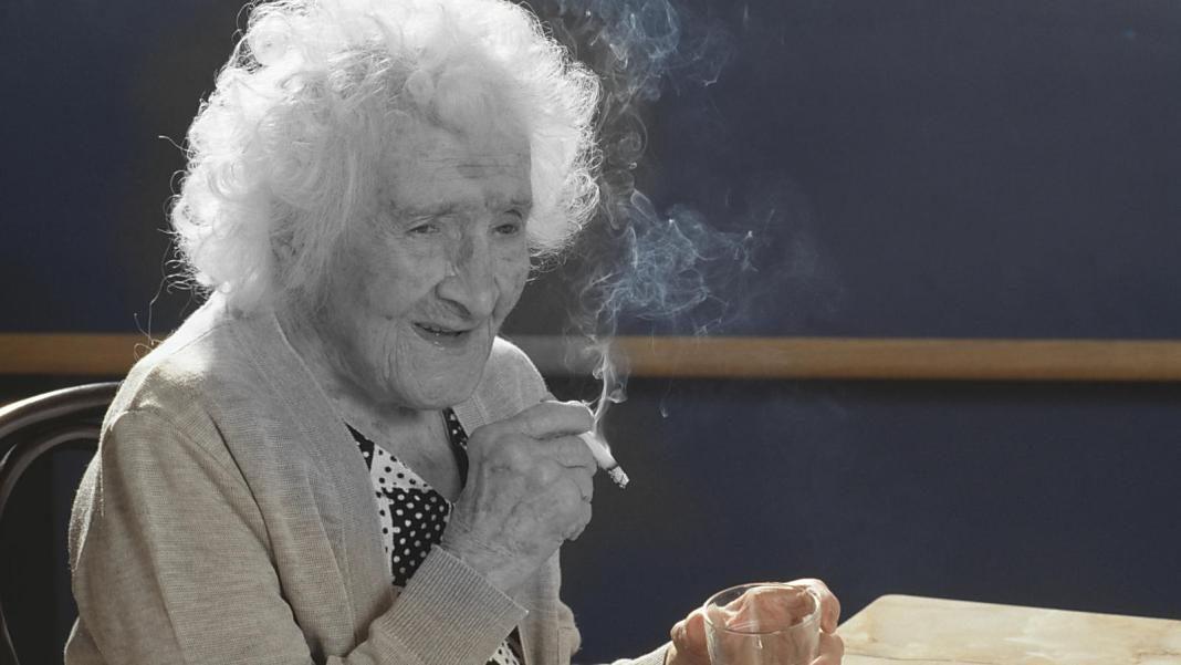 vieja fumando+1