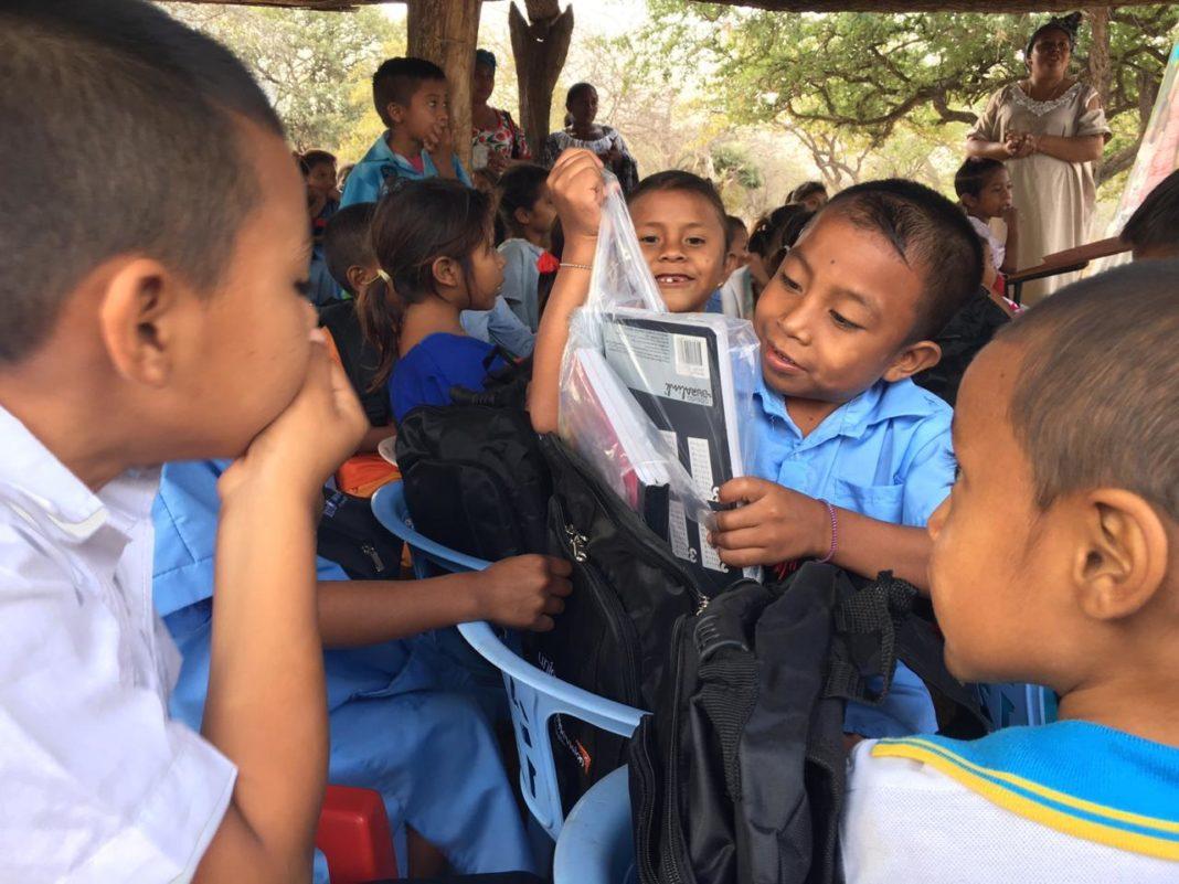 Kits escolares en la Guajira+1
